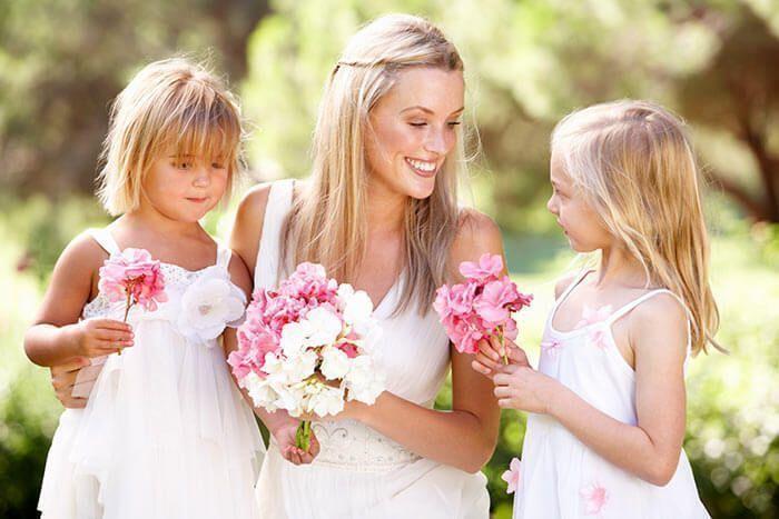 Hochzeit Mit Kindern Schone Aufgaben Unterhaltung Geschenke Hashtags In 2020 Brautjungfern Hochzeit Braut