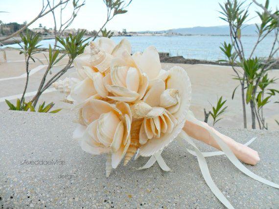 Ehi, ho trovato questa fantastica inserzione di Etsy su https://www.etsy.com/it/listing/505700655/bouquet-fiori-di-conchiglie-bouquet-da
