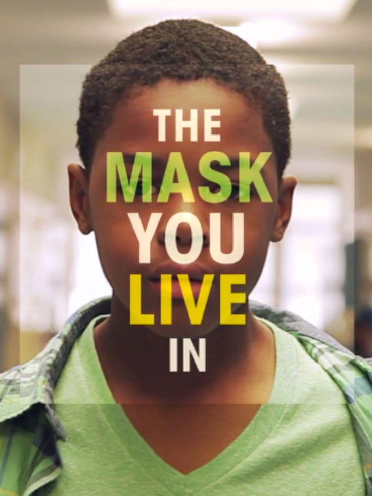 """Um filme de Jennifer Siebel Newsom. Documentário sobre a pressão da sociedade sobre aquilo que pode ou não ser considerado """"masculino"""" e como isso pode afetar os nossos jovens. Em comparação com as meninas, pesquisas mostram que os homens dos EUA têm maior..."""