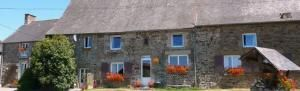 Brittany Holiday Cottages and Child Friendly Gites with Heated Swimming Pool and large garden, Brittany, France