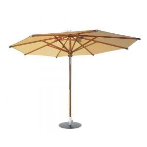 Abb. ahnl. Woodline Sonnenschirm von Fischer Möbel aus Eukalyptusholz lasiert 290 × 290 cm
