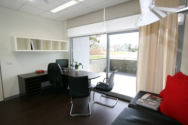 Medical consulting room dr sergey fedorine workplaces for Medical design consultancy