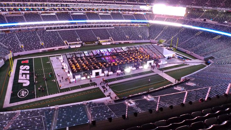 Host your event at MetLife Stadium!  From Corporate Events, Dinners and Trade Shows, to intimate gatherings:  Bar/Bat Mitvhas, Sweet Sixteens, Weddings...the possibilities are endless!