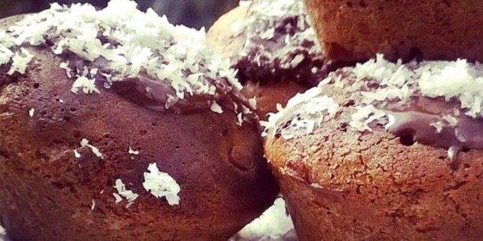 Oggi vi propongo un'idea semplice, veloce ma di grande effetto per una merenda con i fiocchi: Muffin cacao e cocco.