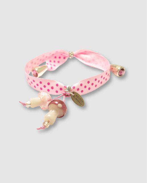 Pulsera ajustable de lazo rosa estampado a lunares y charms colgantes en forma de setas de cristal soplado.