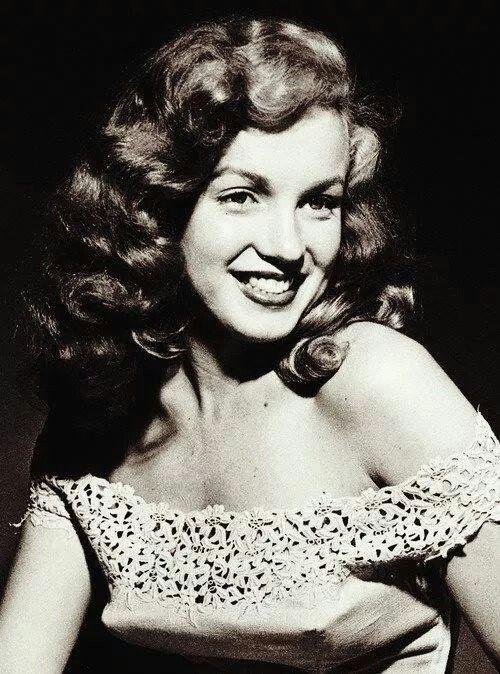 19 yr old Marilyn Monroe