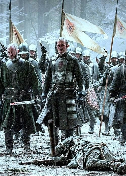 Stannis lose the battle and his wife is killed by remorse, and Melisandre flees going to the wall Gamme of Thrones