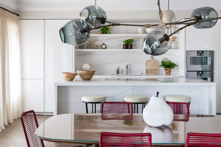 Overlooking Covent Garden, this newly built pied-à-terre was designed for an enthusiastic French couple with a particular affinity for mid-century design.