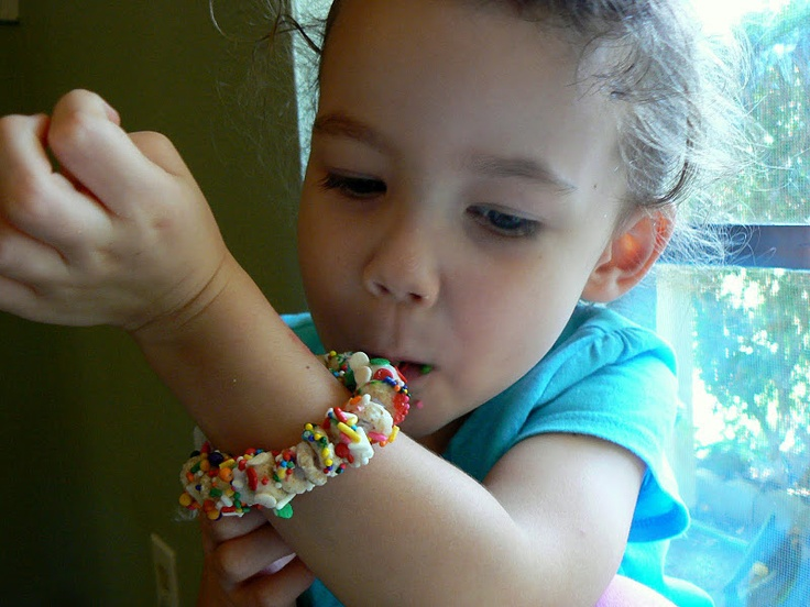 Sprinkly Cheerios Braclet- so much fun for a birthday party treat!