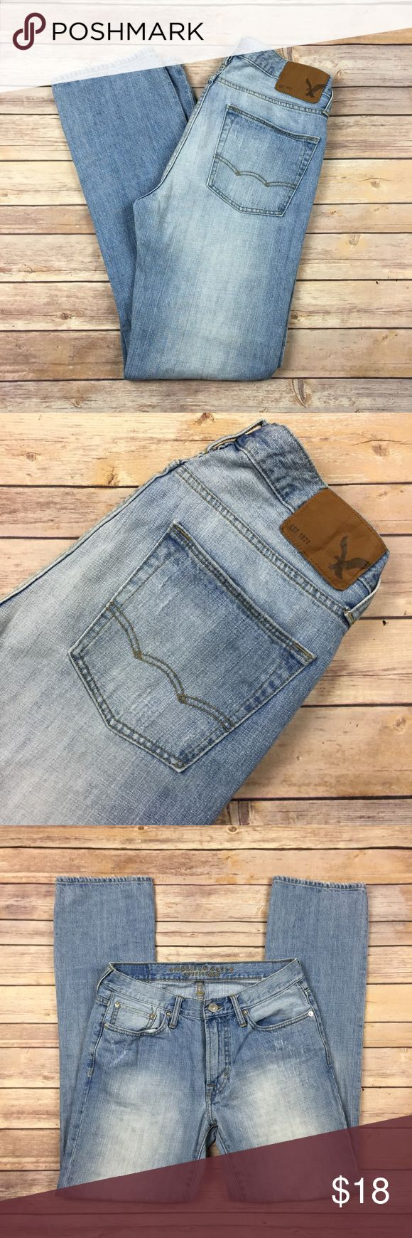 "American Eagle Original Straight Jeans Mens 30x32 American Eagle Original Straight Jeans  Mens 30x32  Light Distressed Wash 100% Cotton Gently pre-owned. No stains. No wear near the pocket corners.  Measurements taken laying flat: waist- 15"" rise- 9.5"" inseam- 32"" leg opening- 8""     Inventory location- B6 American Eagle Outfitters Jeans Straight"