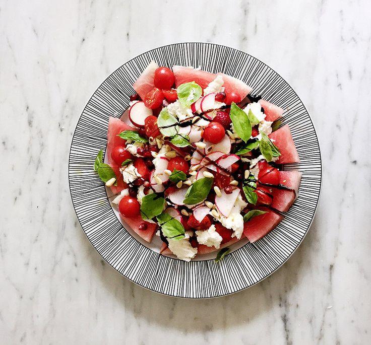 mozzarellasallad med vattenmelon och jordgubbar. - Metro Mode