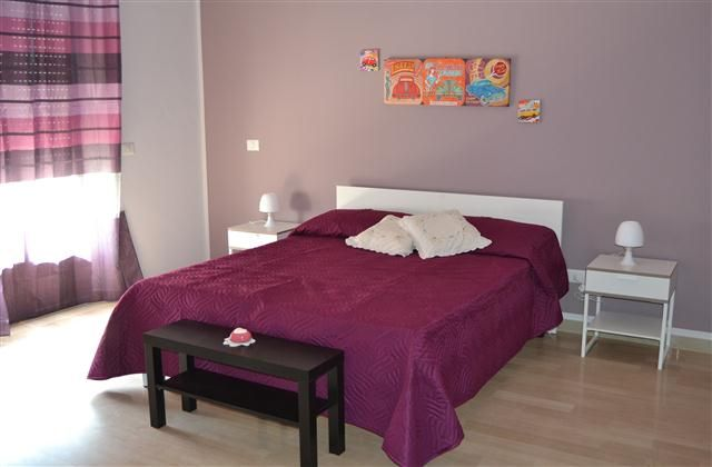 B&B Casa Mia: 5 Bedroom B&B in Taormina to rent from £154 pw. With balcony/terrace, air con and TV.