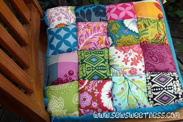 Puffy chair cushion tutorial. I think I need this in my sewing room. Once I get one that is.