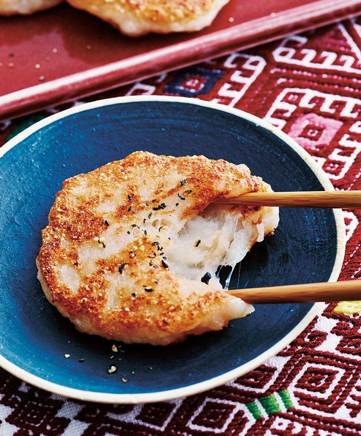 驚きのもちもち食感の「れんこんもち」。そのヒミツを大公開!【オレンジページ☆デイリー】料理レシピをはじめ、暮らしに役立つ記事をほぼ毎日配信します!