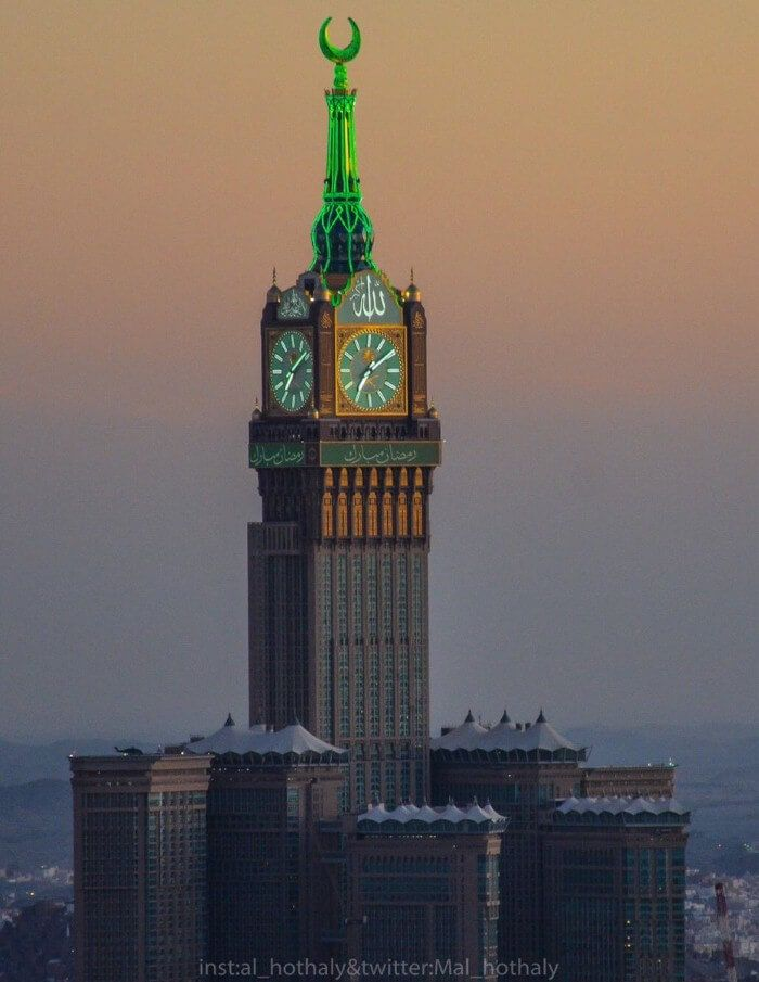 إلتقاطة رائعة لبرج الساعة بحلته الجميلة في شهر رمضان المبارك بمكة المكرمة Clock Tower Pilgrimage Canon Photography