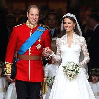 Happy 5th wedding anniversary Kate & Wills!! Where were you 5 years ago today? #royalwedding #katemiddleton #princewilliam #westminsterabbey #sarahburton #weddinggoals #londonwedding #citywedding #royalfamily #londonblog #londonblogger #weddingblog #weddingblogger #devinebride #happyanniversary