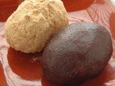 いもぼた   奈良県の郷土料理の一つ。ご飯、里芋、サツマイモと一緒に炊き込み、餅状に練り上げた後こしあんなどを用いた郷土菓子