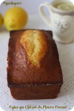 Cake au Citron de Pierre Hermé/- 187 g de farine - 1/2 cuillère à café de levure chimique - Le zeste de 2 citrons bio - 200 grammes de sucre - 3 oeufs - 10 cl de crème fleurette - 68 g de beurre doux fondu et refroidi - 1 cuillère à soupe de rhum (Vanille pour moi) - 1 pincée de sel Ingrédients pour le sirop d'imbibage : - 8 cl d'eau - 32 g de sucre - 1 cuillère à soupe de jus de citron