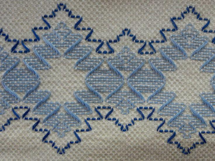 Sueco bordado Huck algodón toalla en azul por TheSandlapperShop
