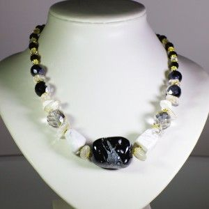 Necklace of white Agate stones accompanied by semi precious stones, glass beads and gold-plated pieces