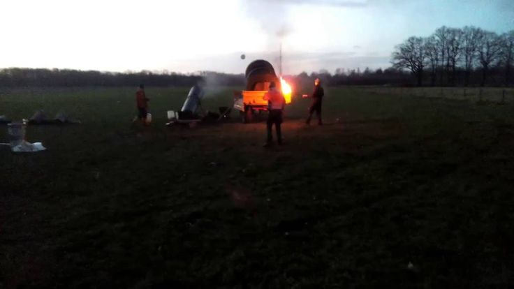 Big-Bang Calcium Carbide Cannons in Glanerbrug (NL)---New Years Eve 2015