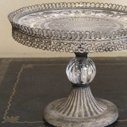 cake stand - gorgeous!!! love the touch of crystal on stem