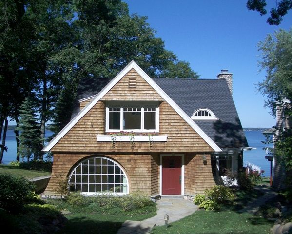 Small shingle style cottage the image for Shingle style architecture