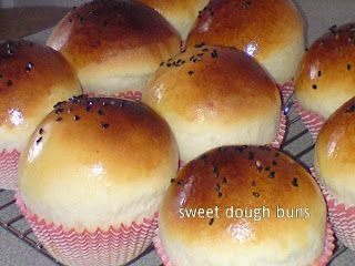 Sweet buns with a popular Muslim dish, Chicken Serunding, available during the month of Ramadhan [fasting] and Hari Raya.  The savoury and spicy filling blends perfectly with the sweet buns.