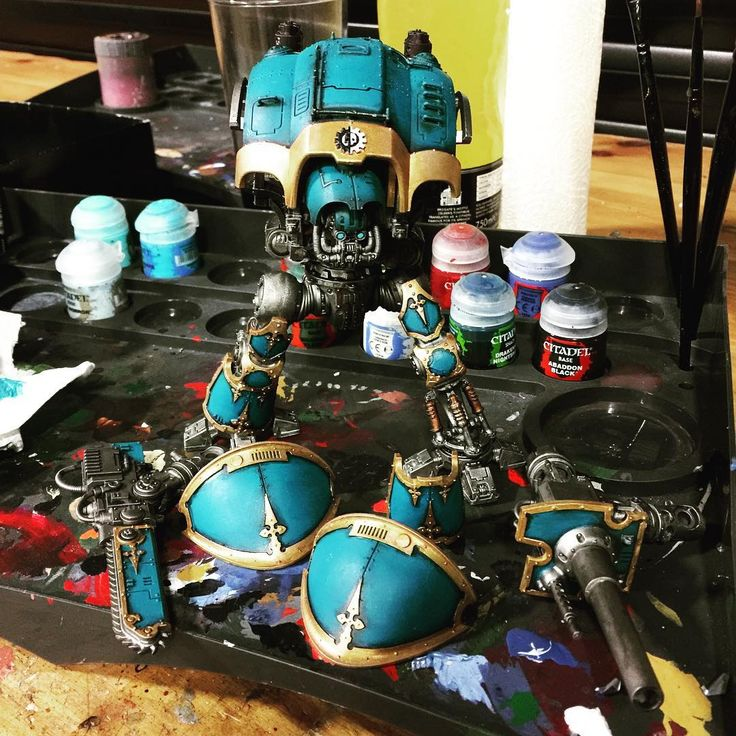 Spent some time at Warhammer World Over the weekend. This is (SO) slowly coming together.  #ImperialKnight #CultMechanicus #warhammer #40K #Skitarii #AdeptusMechanicus #tabletopgaming #miniatures