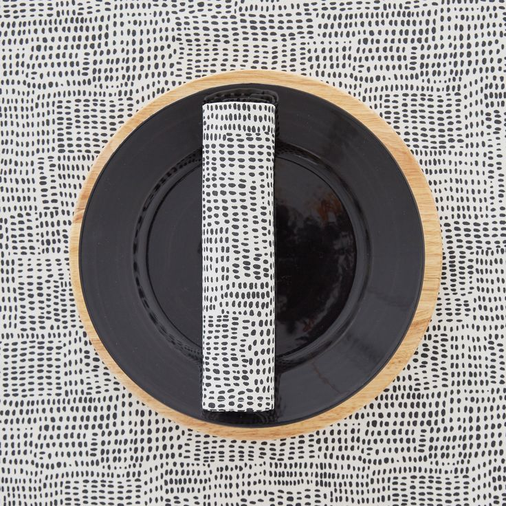 les 25 meilleures id es de la cat gorie nappe noire sur. Black Bedroom Furniture Sets. Home Design Ideas