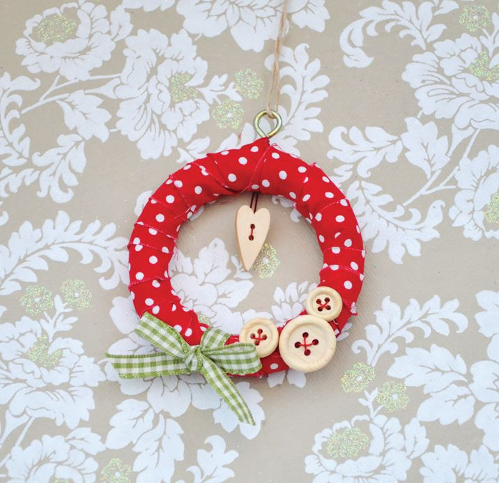 2nd Christmas tutorial giveaway - mini fabric wreath decoration