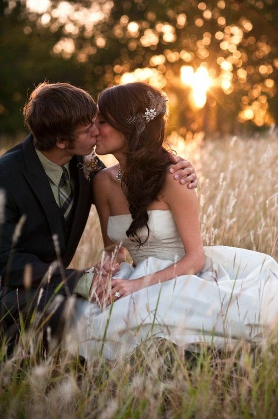 I find this absolutely adorable. : Kiss, Sweet, Photo Ideas, Wedding Pics, Sunsets, Hair Pieces, Wedding Photo, Pictures, Fields