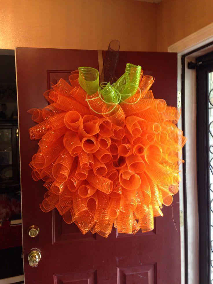 Good Pumpkin Deco Mesh Wreath Idea