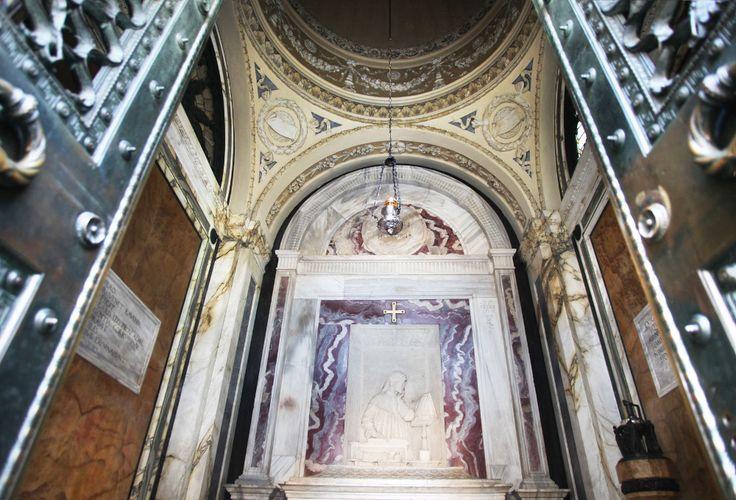 La tomba di Dante, a Ravenna. Un luogo sacro, mistico e dal valore storico-artistico smisurato. Italy