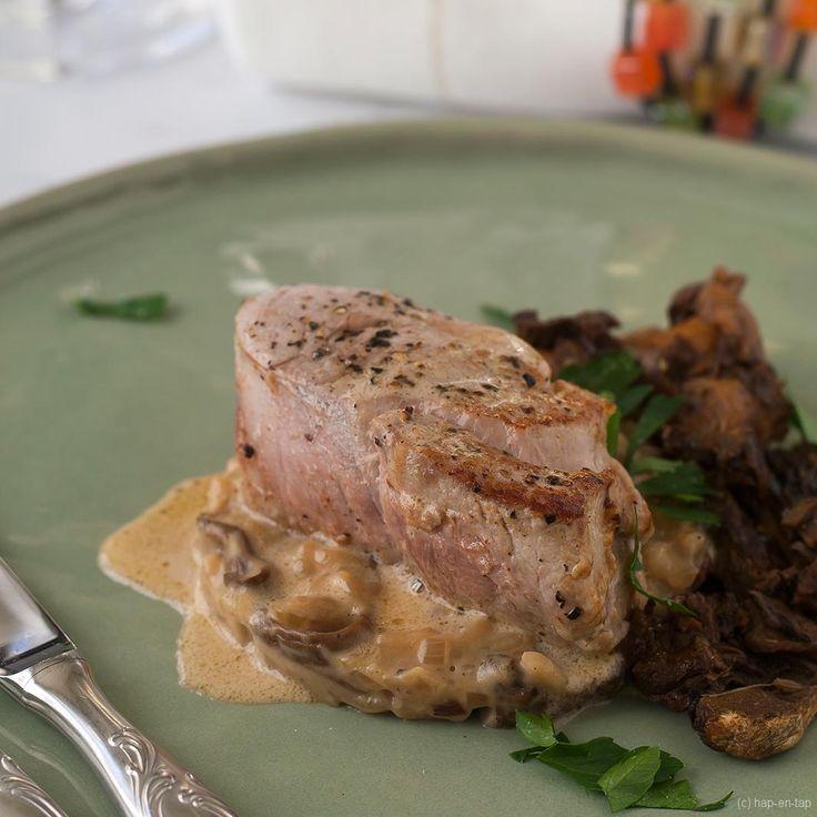 Een sappig varkenshaasje, smeuïge risotto met paddenstoelen en heerlijke saus, dit recept is comfortfood voor de winter. Zelfs feestelijk genoeg voor kerst!