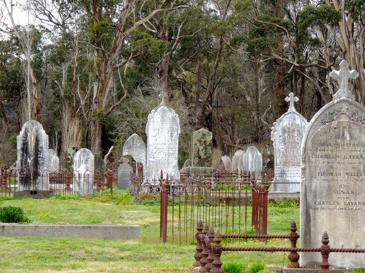 Dayelsford cemetery outdoor garden arch cemetery
