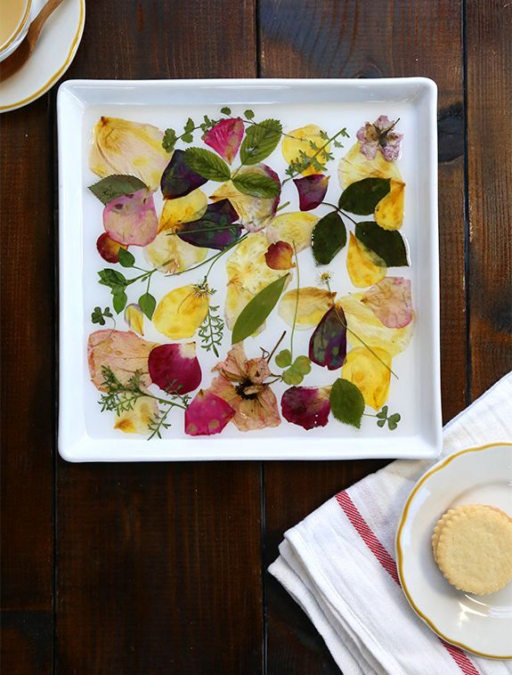 Are you 'pressed' for #DIY decor? Try this lovely pressed flower tray!
