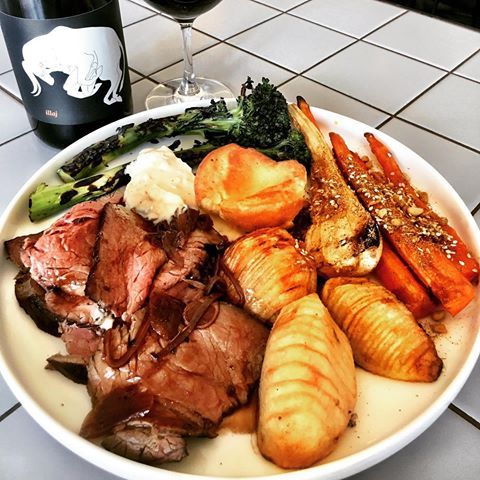 SUNDAY ROAST // available all day // ROOFTOP // Athletic Club // PUBLIC BAR // its dang good •  •  •  •  •  #roast #sunday #goodfood #pub #sydneypubs #wine #darlomate #evs #eastvillage