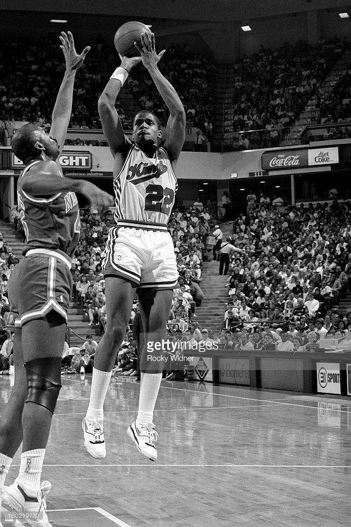 Fotografia de notícias : Rodney McCray of the Sacramento Kings shoots the...