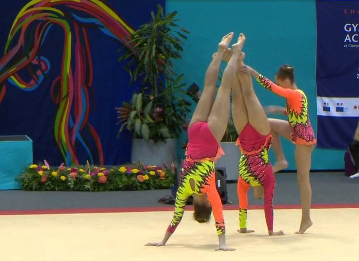 Polonyalı Sporcuların Akrobatik Jimnastik Gösterisi