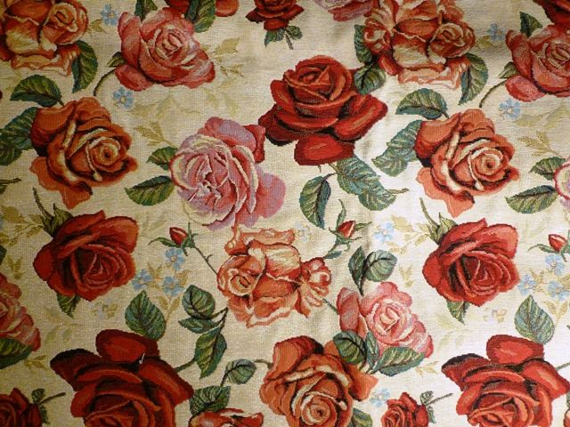 Red roses jacquard.
