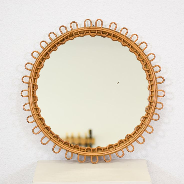 This round mirror is featured in a bentwood rattan with a light blonde wood finish. This accent mirror is in great condition with a circular shape, curved trim and twisted wood edges. Eclectic wall mirror perfect for a quirky space! #eclectic #decor #mirror #sandiegovintage #vintagefurniture