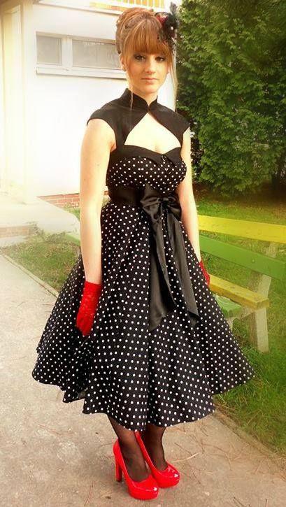 Charlotta in rockabilly dress selectafashion