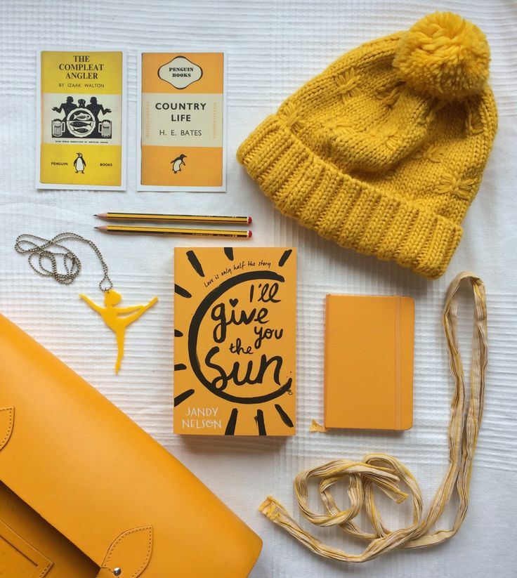 Happy SUNday! It's the third day of my monochrome week and it's time for my favorite color: YELLOW! I'll Give You the Sun has been on my TBR pile forever and I've heard only good things, can't wait to finally read it.In other news, you can now find me on Instagram!https://www.instagram.com/themorethatyouread/