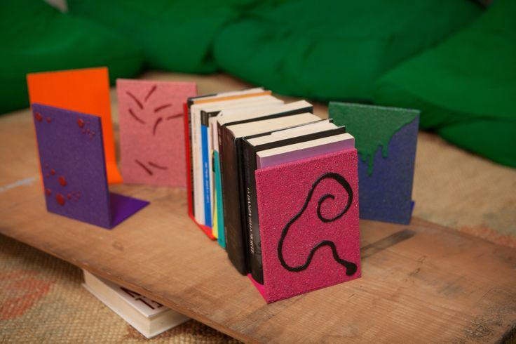 Ferma libri decorati con sabbia. Creazioni di artigianato artistico prodotte da Fantasie di sabbia. Vari colori. Uniche ed originali. Possibilità di personalizzazioni su commissione.