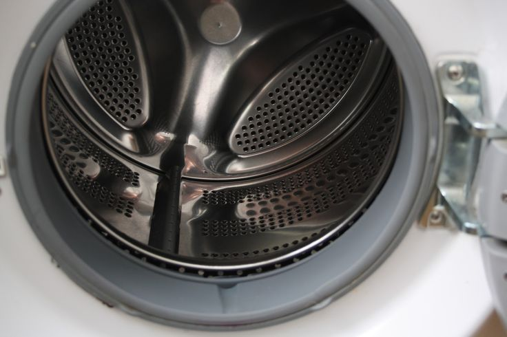 Tiež sa vám vpráčke usadil vodný kameň, pleseň vtesnení adokonca znej vychádza nepríjemný zápach? Poradíme vám, ako si stýmito nepríjemnosťami môžete poradiť ľahko, účinne a najmä ekologicky, bez drahých čistiacich prostriedkov zreklám. Ušetrite peniaze a dajte vašej práčke skutočne efektívnu starostlivosť. Potrebujeme: 1kg kryštálovej sódy(natrium carbonat -pracia sóda) 1 l bieleho octu – môže byť...