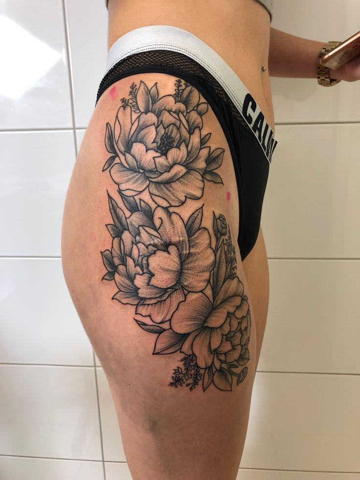 #tattoo #blumen #flower #flowertattoo #oberschenkel #frau