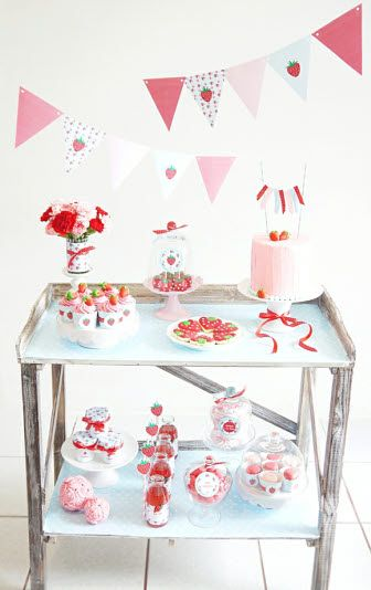 Strawberry Party - Retro Desserts table