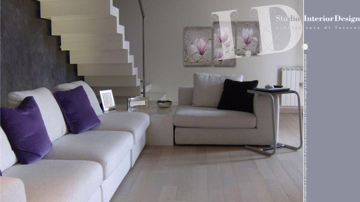 Zona giorno moderna, parquet rovere sbiancato, villa nel milanese www.studiointeriordesign.it