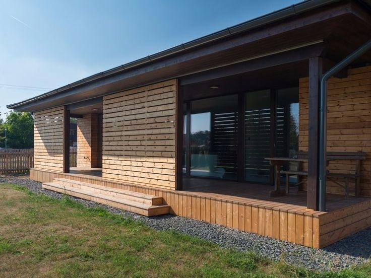 dřevostavba s dřevěnou terasou